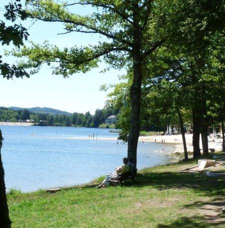 le Lac des Bariousses Pavillon Bleu à Treignac Station Verte