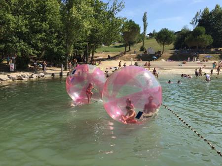Water ball à la base de loisirs des 3 Lacs de Monclar de Quercy, Station Verte Pavillon Bleu